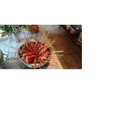 espetinhos de linguiça para festa em São Lourenço da Serra
